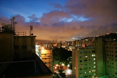 noche-caracas.jpg
